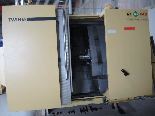 További képek Esztergagép DMG Gildemeister Twin 42 x 2 + Robot